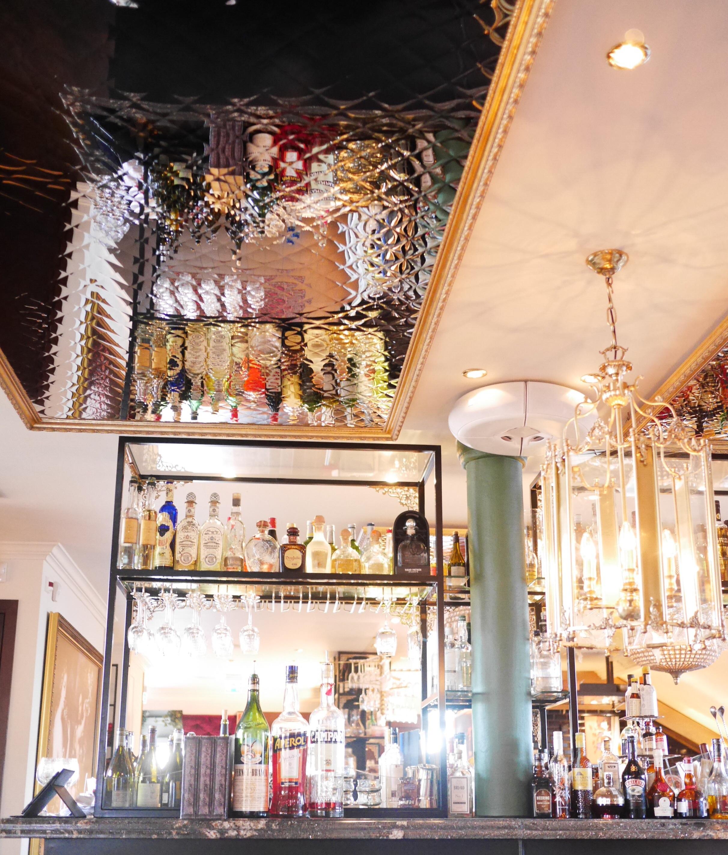 df74fe57014d Vi firade in påsken i förrgår med en drink på Atelier, restaurangen i Hotel  Pigalle mitt i stan. Ett riktigt mysigt ställe!